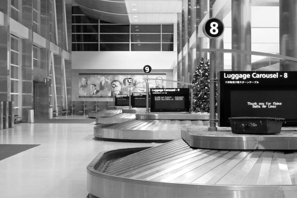 #ds34 - Holiday Travelers (https://www.flickr.com/photos/28085418@N07/5280456972/)